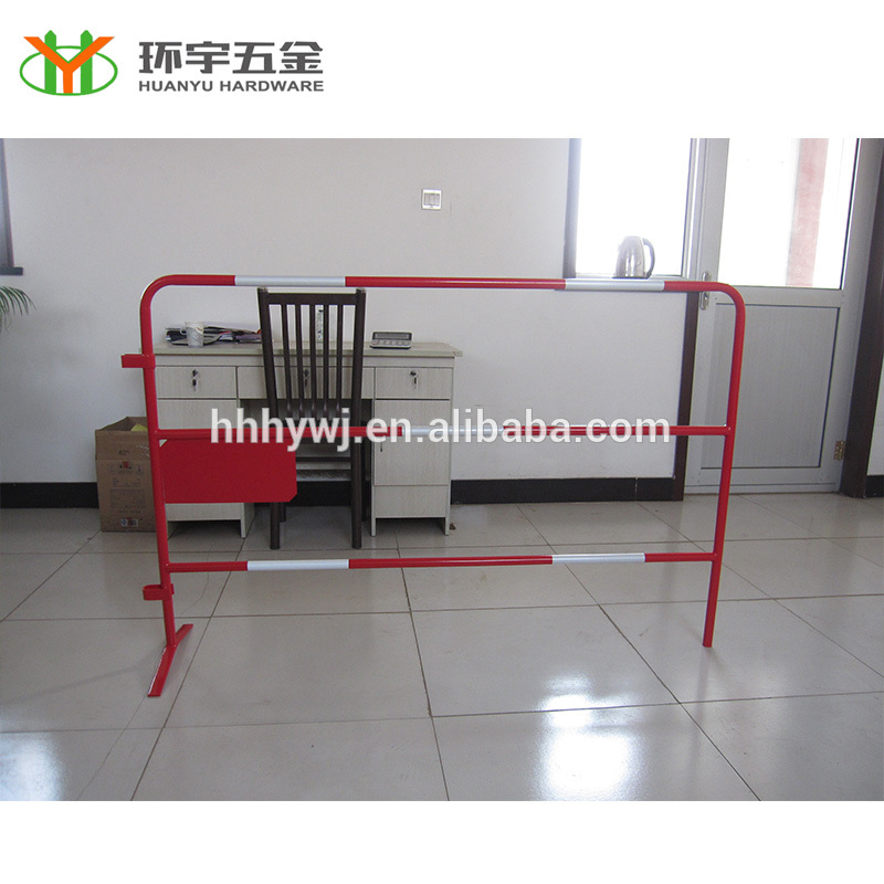 High quality Red and white portable road barrier