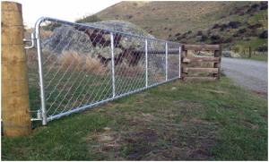 Galvanized chain link mesh gates for sheep